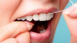 kako-pravilno-ocistiti-zube-koncem